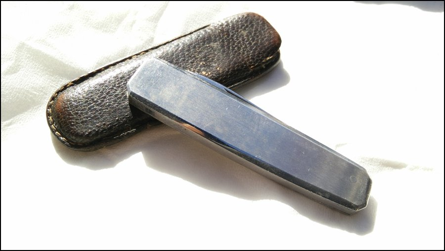 Penknife with leather cover